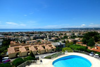 APPARTEMENT – 3 PIECES – ST LAURENT DU VAR – VUE MER PANORAMIQUE